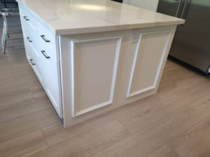 White-Kitchen-island-detail