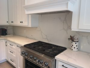 White-kitchen-insert-rangehood